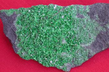Granate uvarovita
